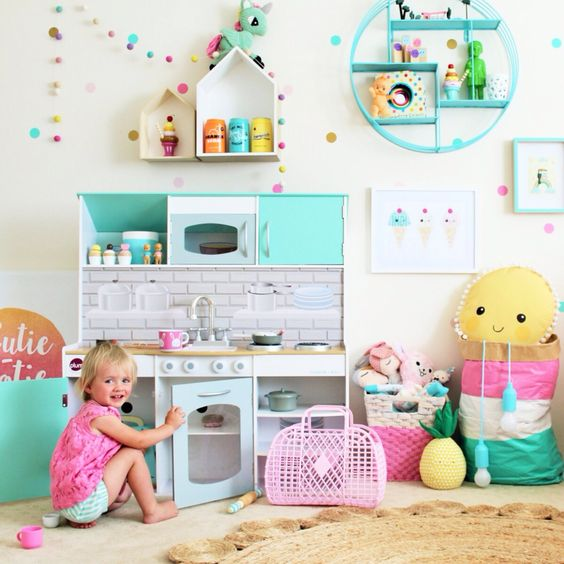 Jsou-li barvy v jemných pastelových odstínech, pak se dítě bude cítit příjemně.