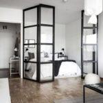 Ložnic můžete vymezit pomocí skleněných dveří