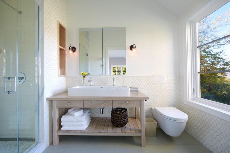 I koupelna je pojatá ve venkovském duchu