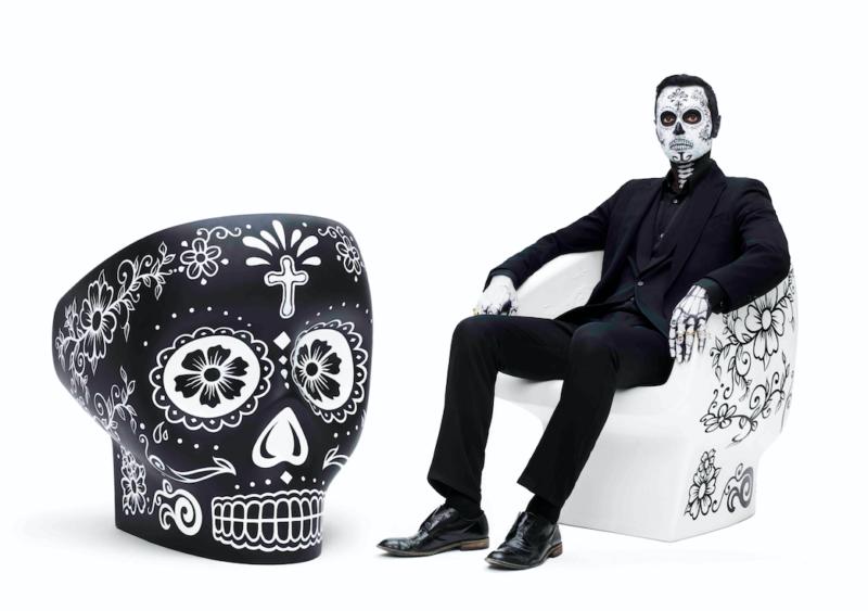 Křeslo Calavera navrhl Fabio Novebre u příležitosti mexické oslavy El Día de Los Muertos