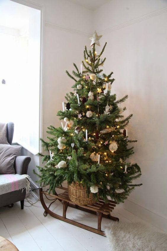 Pokud nemáte vysoký stromek, pak můžete použít (ne)tradiční stojan.