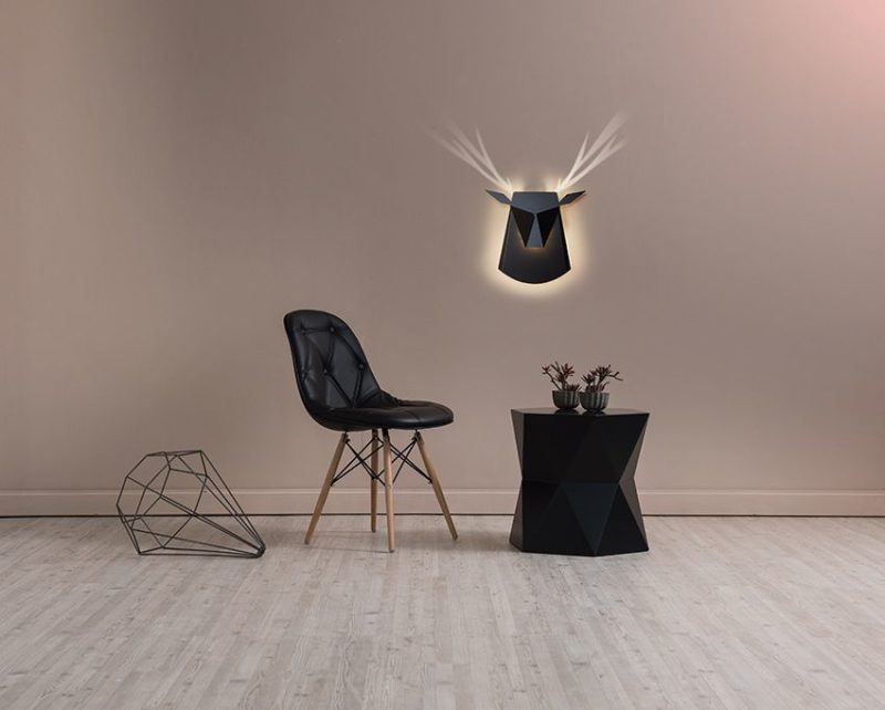 Deer head, lakovaný hliník a ocel, design Chen Bikovski, Popup Lighting