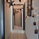 Světélka v dlouhé chodbě zpomalí tok energie. To se ve vánočním shonu rozhodně hodí.