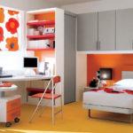 Oranžová barva je sama o sobě výrazná, proto ji kombinujte s neutrálním odstínem