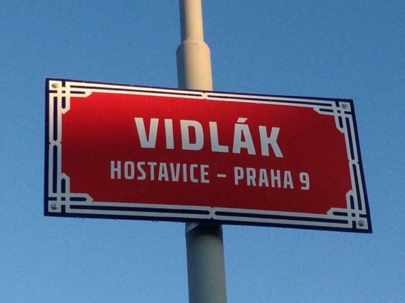 Důkaz. Vidlák v Praze opravdu existuje