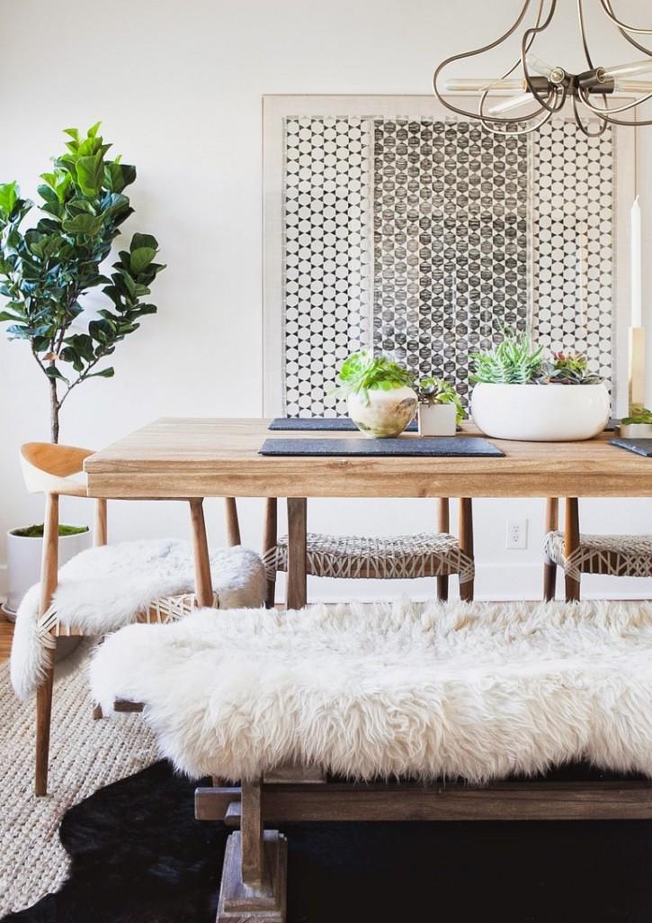 Místo židlí můžete stůl doplnit lavicí. Získáte originální řešení, které navíc poskytne místo více strávníkům.