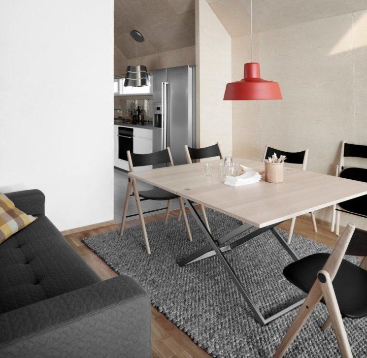 K rozkládacím stolům jsou ideální i skládací židle