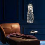 Pro ty, co se nechtějí vzdát dekorativních světel jsme vybrali závěsnou lampu Pinecone (design Paola Navone) od Fontana Arte