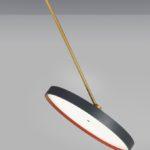 Stropní svítidlo SignDivaPlay (Prolicht) je mimo jiné i pro ty, kteří nechtějí sekat ve stropě. Otočný kloub totiž umožňuje nastavit směr světla.